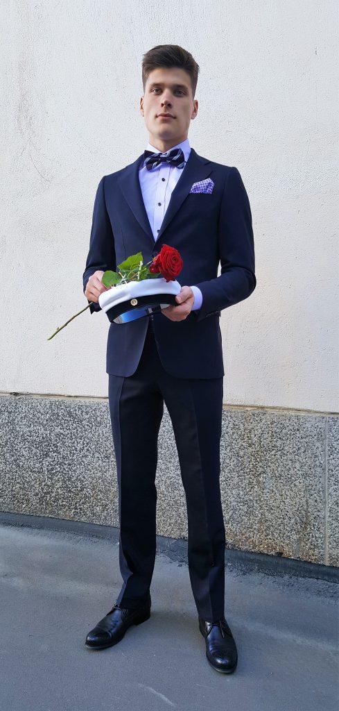 rusetti puvun kanssa